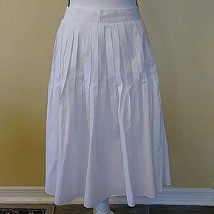 Talbots Women's Size 14. Pleated White Skirt.